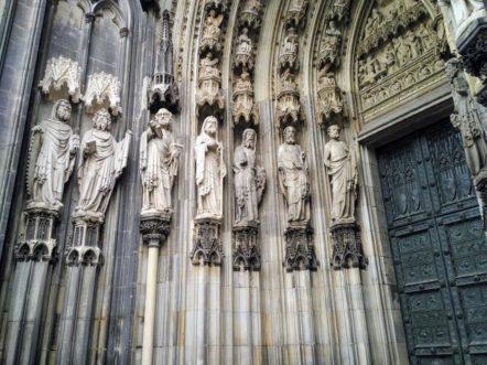 Köln - Portal am Kölner Dom